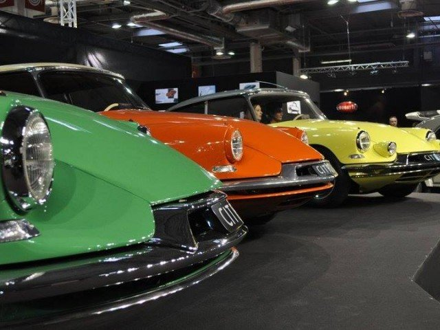 More photos from the 1955 Paris Auto Show and the launch of the Citroen DS