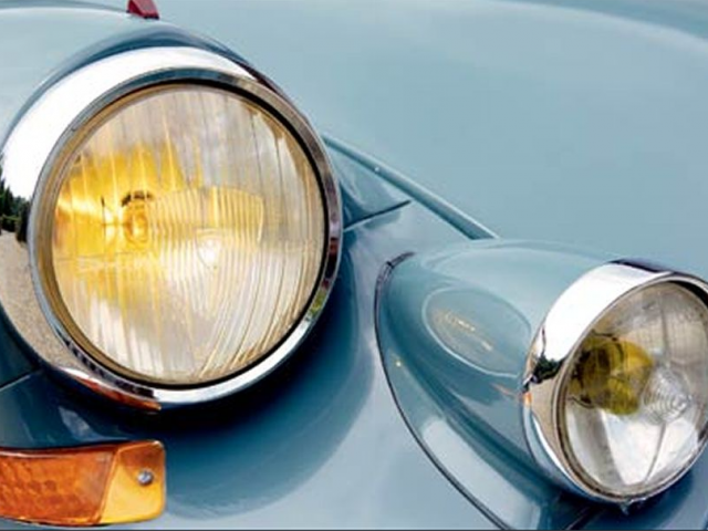 Cool article on the Citroen DS from Motortrend Magazine.